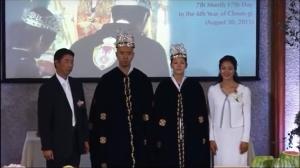 (画像引用:https://www.youtube.com/watch?v=dLXx07NzavQより)サンクチュアリ教会側が「第二代王権戴冠式」と称している儀式(2015年8月30日)